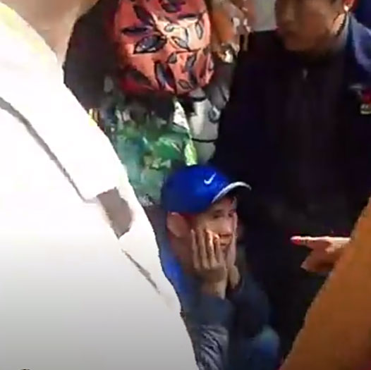 Hà Nội: Tóm gọn một thanh niên nghi xông vào cửa hàng trên phố Hàng Trống, mở tủ cướp Ipad