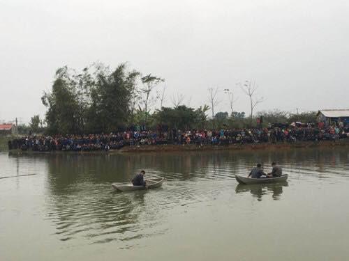 Vụ 4 người trong gia đình đuối nước: 3 nạn nhân tìm thấy cùng một chỗ, một cháu bé cứu lên gần bờ thì tử vong