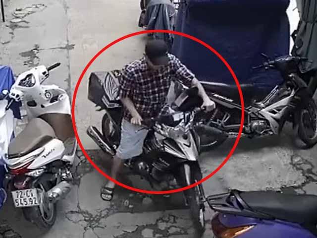 Clip: Bẻ khóa trộm xe máy trong 3 giây