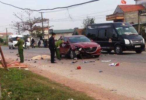 Va chạm xe liên hoàn trên quốc lộ, hai người chết