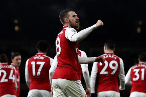 Thương vụ gia hạn với Ozil có thể khiến Arsenal mất Ramsey