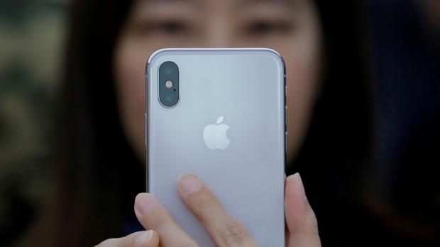 Apple mâu thuẫn trong cách phát ngôn vụ làm chậm iPhone