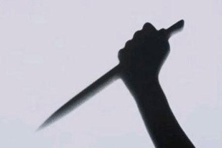 Mâu thuẫn, vợ dùng dao đâm vào ngực chồng gây trọng thương