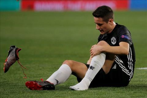 Herrera chấn thương nặng, M.U khủng hoảng tuyến giữa