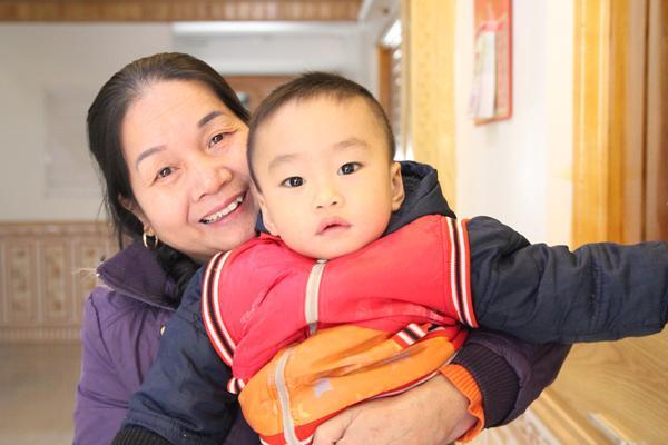 Chuyện giờ mới kể về cô giáo sinh con ở tuổi 60, nuôi con hoàn toàn bằng sữa mẹ
