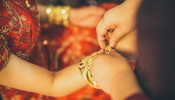 Mẹ chồng viết đơn kiện ra tòa đòi con dâu trả lại vàng cưới và xe SH