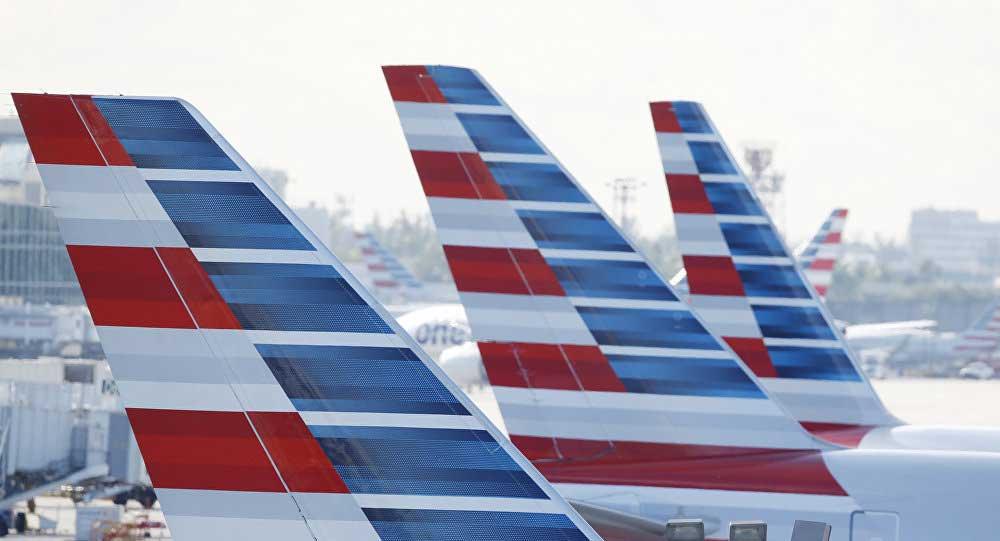 Nhân viên hàng không Mỹ phải bán máu vì lương thấp