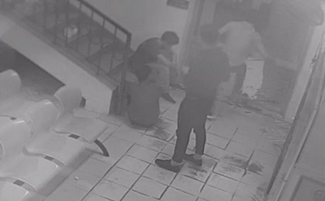 Bác sĩ thông báo 2 người tử vong, nhóm thanh niên lao vào đập phá bệnh viện