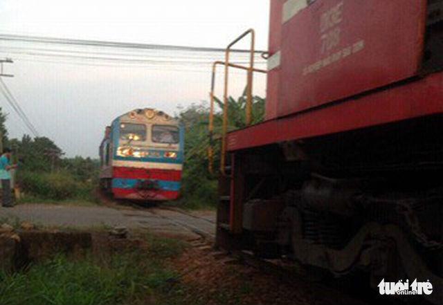 Hai tàu hỏa suýt tông nhau ở ga Dầu Giây