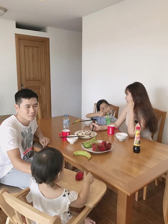 Sau thời gian dài giấu kín, Lưu Hương Giang lần đầu khoe ảnh cận mặt con gái thứ 2