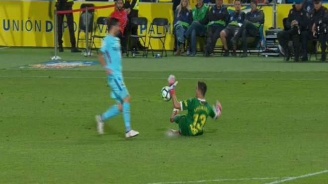 Nghi án trọng tài thân Real xử ép Barca: Lờ thẻ đỏ, 11m cay nghiệt