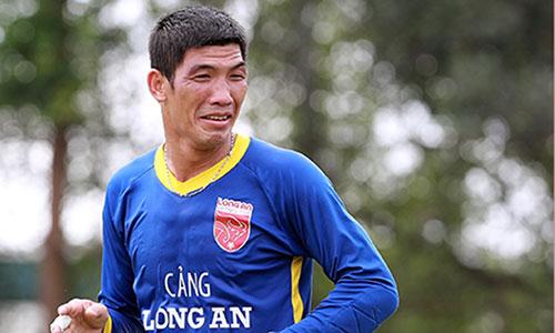 Thủ môn quay lưng cho đối thủ ghi bàn xin giảm án để dự V-League