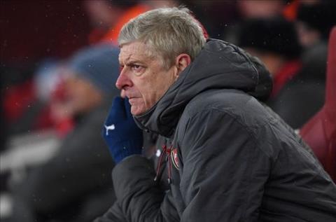 Wenger bảo vệ Aubameyang và Mkhitaryan sau trận thua Man City