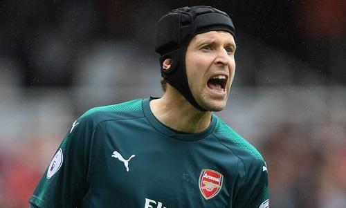Petr Cech xin lỗi vì sai lầm trong trận thua Brighton