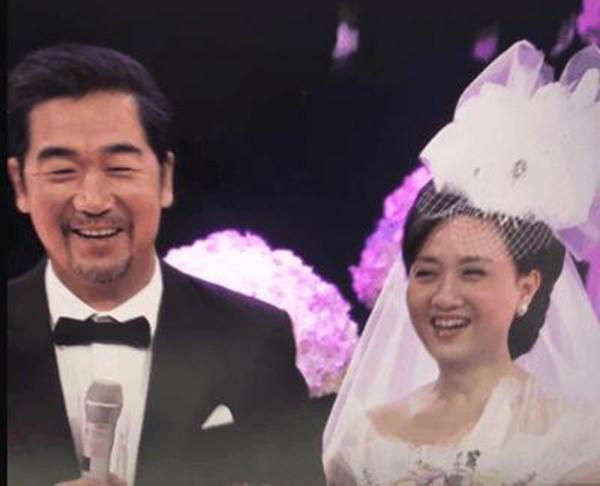 30 năm trước không đám cưới vì nghèo và tấm chân tình của vua Khang Hy dành cho vợ lúc về già