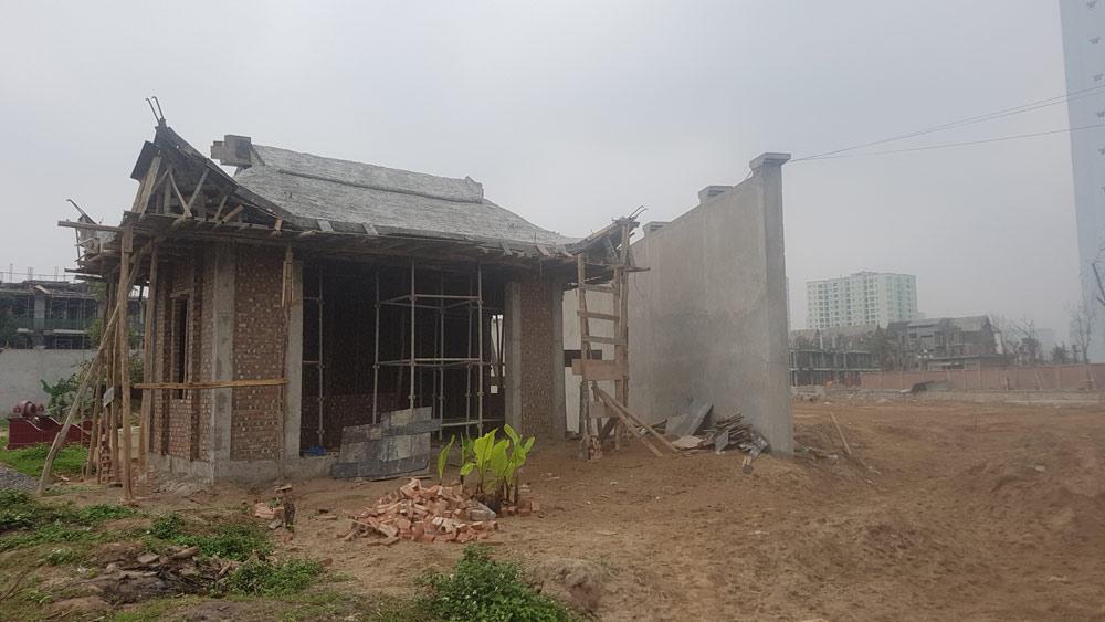 Hà Nội: Đi tảo mộ tá hỏa mộ đã di dời, hiện trường xới tung
