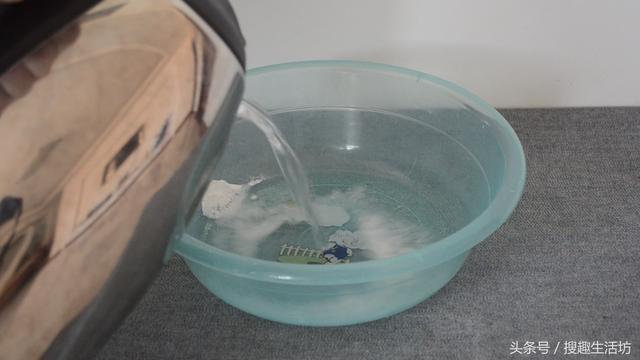 Giặt xà phòng vẫn chưa đủ, phải trộn vài nguyên liệu nữa thì giẻ lau sẽ hết ố bẩn, lại trắng như mới