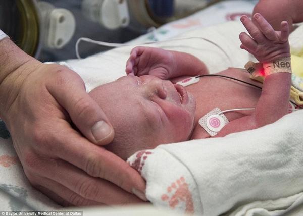 Y học thật kỳ diệu: Thêm một bà mẹ không có tử cung vừa sinh con khỏe mạnh
