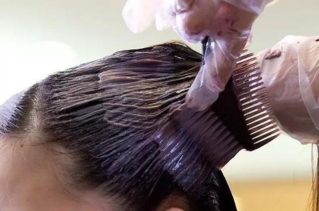 Nhuộm tóc liên tục trong suốt 10 năm, cô gái xinh đẹp bất ngờ nhận tin mắc bệnh nguy hiểm