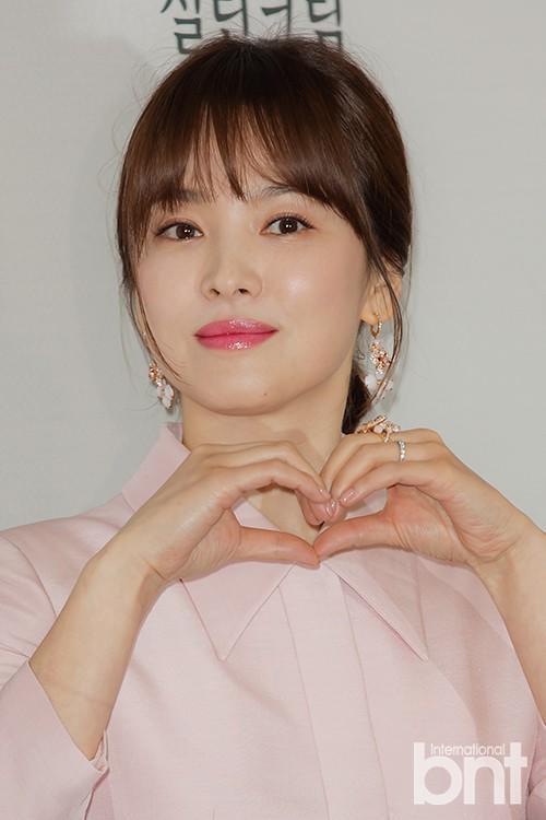 Song Hye Kyo công khai xuất hiện, lộ thân hình béo ú, mặt tròn xoe