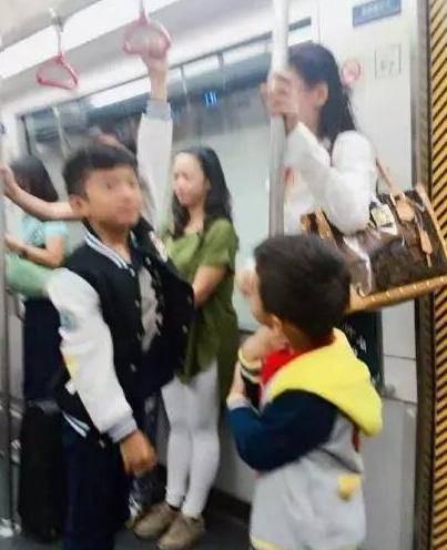 Cuộc đời đắng cay của Trương Bá Chi: Scandal ảnh nóng chấn động và sự cô độc ở tuổi 37