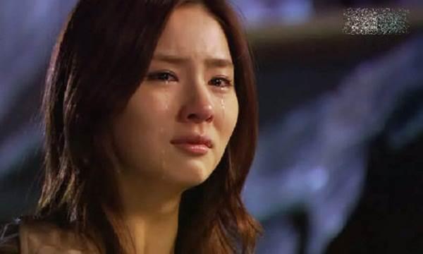 Thức dậy lúc 4 giờ sáng, tôi rơi nước mắt khi nhìn thấy mẹ chồng trong bếp
