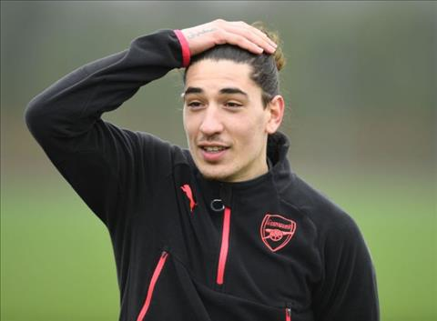 Arsenal ra giá bán Bellerin cho MU