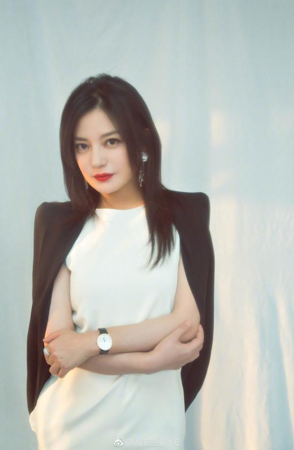 Dù hơi béo nhưng Triệu Vy vẫn được khen đẹp xuất thần, khó ai bì kịp