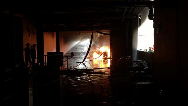 Chung cư Carina Plaza lại bốc cháy, người dân hoảng loạn bỏ chạy