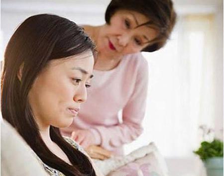 Bí mật động trời đằng sau việc cả gia đình chồng cấm con dâu mang bầu
