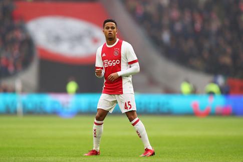 Kluivert khuyên con trai không nên đến M.U - 1