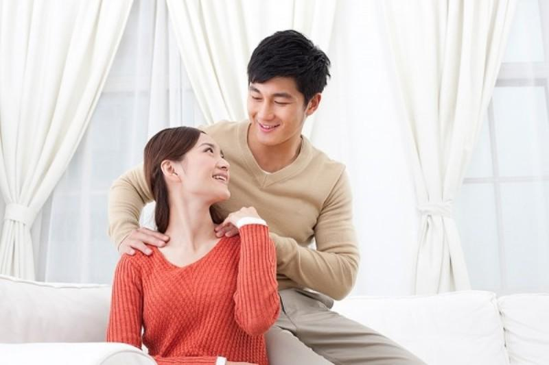 Đàn ông, có những cử chỉ còn ý nghĩa hơn cả câu nói Chồng yêu vợ