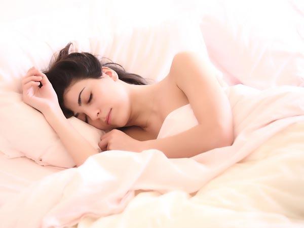 Lợi ích bất ngờ khi ngủ khỏa thân