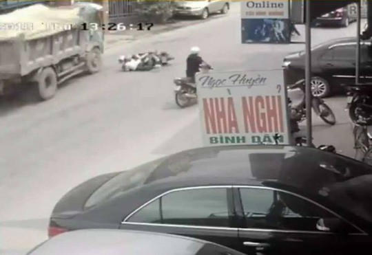 Chủ xe lên tiếng về cú bẻ lái cứu mạng 2 nữ sinh: Tài xế xử lý quá kém
