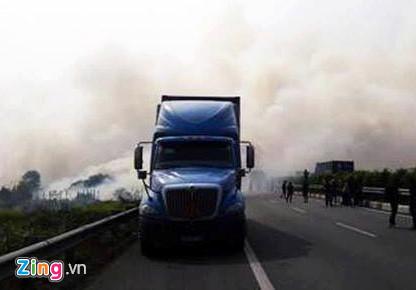 Hiện trường tai nạn liên hoàn trên cao tốc Long Thành vì khói mù