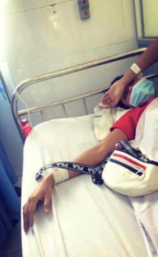 Hoa hậu HHen Niê nhập viện vì ngộ độc thực phẩm, phải huỷ bỏ lịch trình