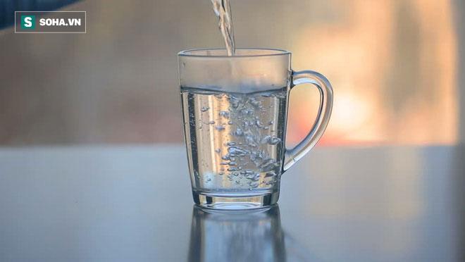 Mùa hè uống nước ấm hay nước lạnh sẽ tốt hơn: Đừng uống tùy tiện, kẻo gây hại cho sức khỏe
