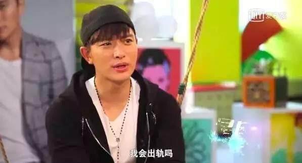 Sao 18+ gây bão vì tiên tri đúng hàng loạt scandal rúng động làng giải trí Hoa ngữ