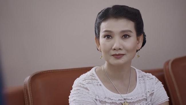 Cặp mẹ chồng con dâu Mỹ Uyên - Hồng Diễm nắm tay nhau vào đề cử VTV Awards