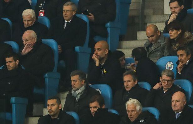 Vì sao HLV Pep Guardiola bị đuổi lên khán đài?