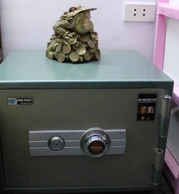 Nhà có két sắt phải đặt chuẩn ở vị trí này thì tiền bạc mới vào như nước