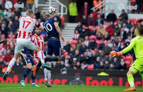Đòi lại công bằng, Harry Kane bị đối thủ Salah mỉa mai