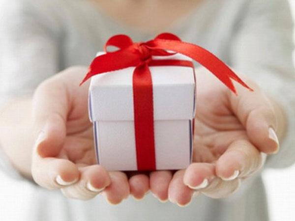 Một phụ nữ ở Sài Gòn sập bẫy quà từ thiện triệu đô