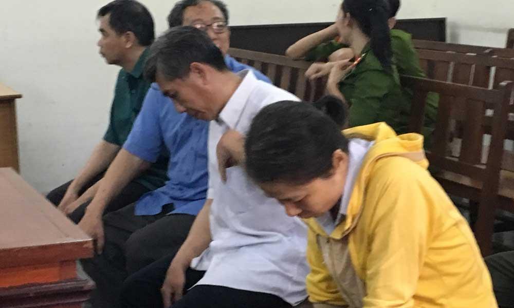 Thủ quỹ thụt két tiền tỷ, giám đốc bệnh viện thất thểu hầu tòa
