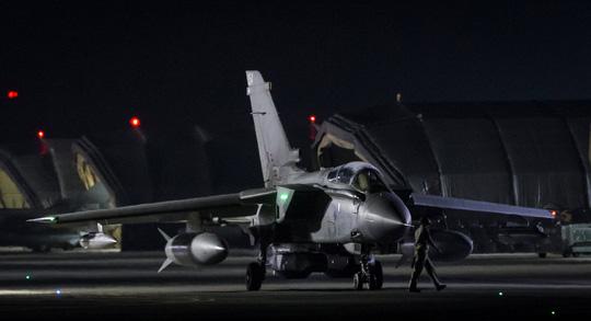 Sau không kích, tổng thống Pháp vẫn đến Nga - 1