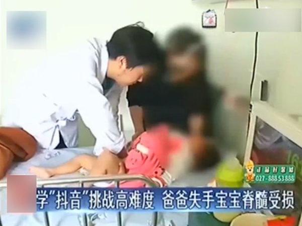 Bắt chước trò chơi trên mạng, bố khiến con gái 2 tuổi nhập viện khẩn cấp