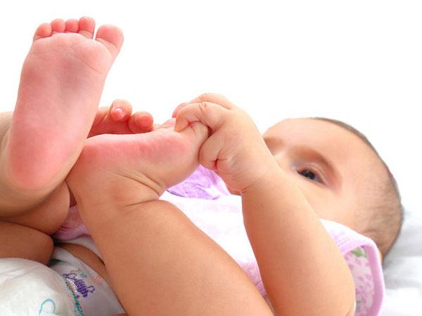 Bé 2 tháng tuổi bị nhiễm bệnh phụ khoa chỉ vì sai lầm của mẹ khi giặt quần áo