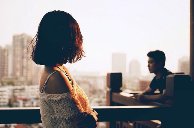 Ngay từ đêm tân hôn, chồng đã bỏ tôi lại một mình để đi với khách quen