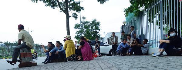 Cô gái Việt đột tử tại Nhật: Người cha bật khóc khi thấy con phủ trắng nilon về sân bay