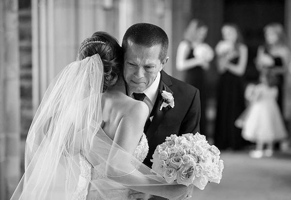Nghẹn lòng tâm sự con gái cãi lời bố mẹ lấy chồng xa: Mai con về, bố đón con nhé